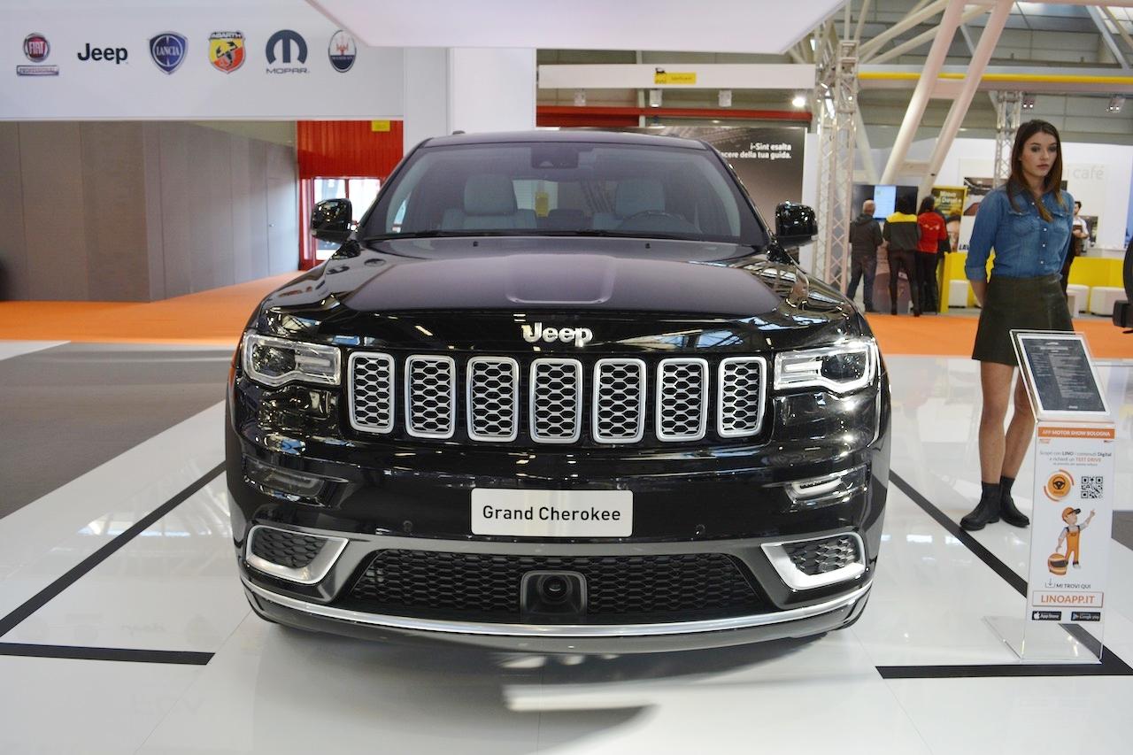 2017 Jeep Grand Cherokee front at 2016 Bologna Motor Show