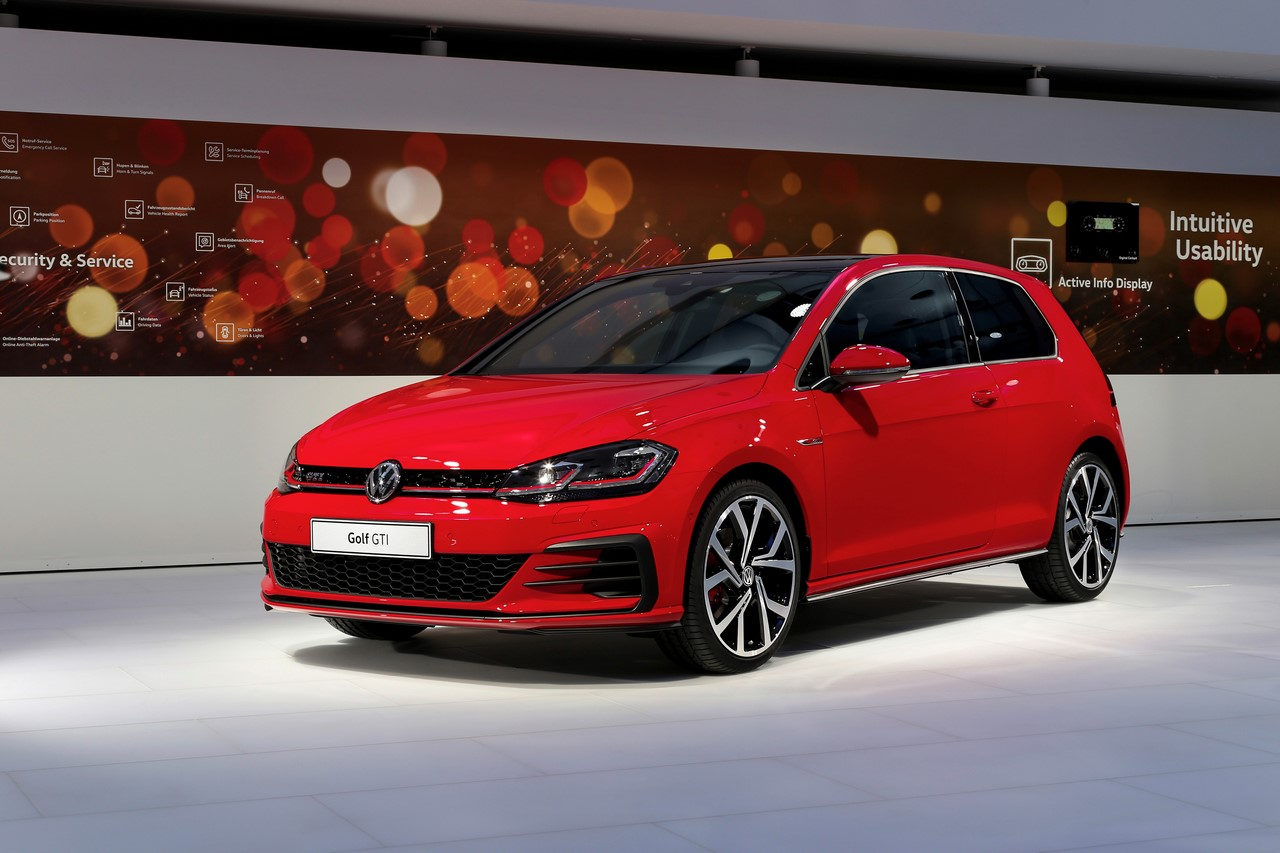 2017 VW Golf GTI (facelift) front three quarters world premiere