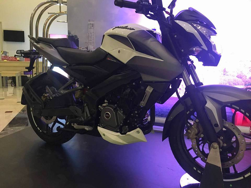 Bajaj Pulsar 200NS front three quarter