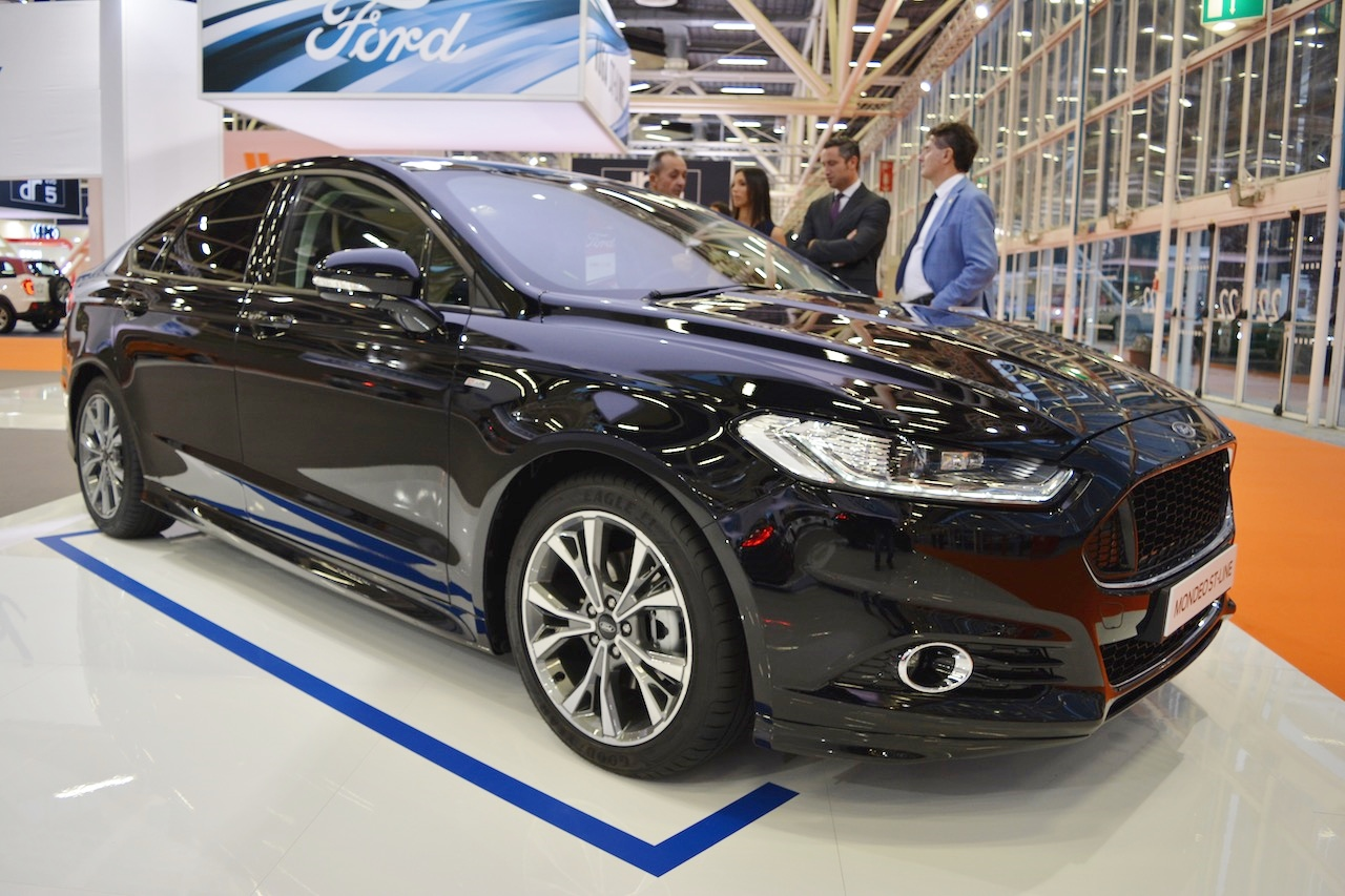 Ford Mondeo ST-Line front three quarters at 2016 Bologna Motor Show