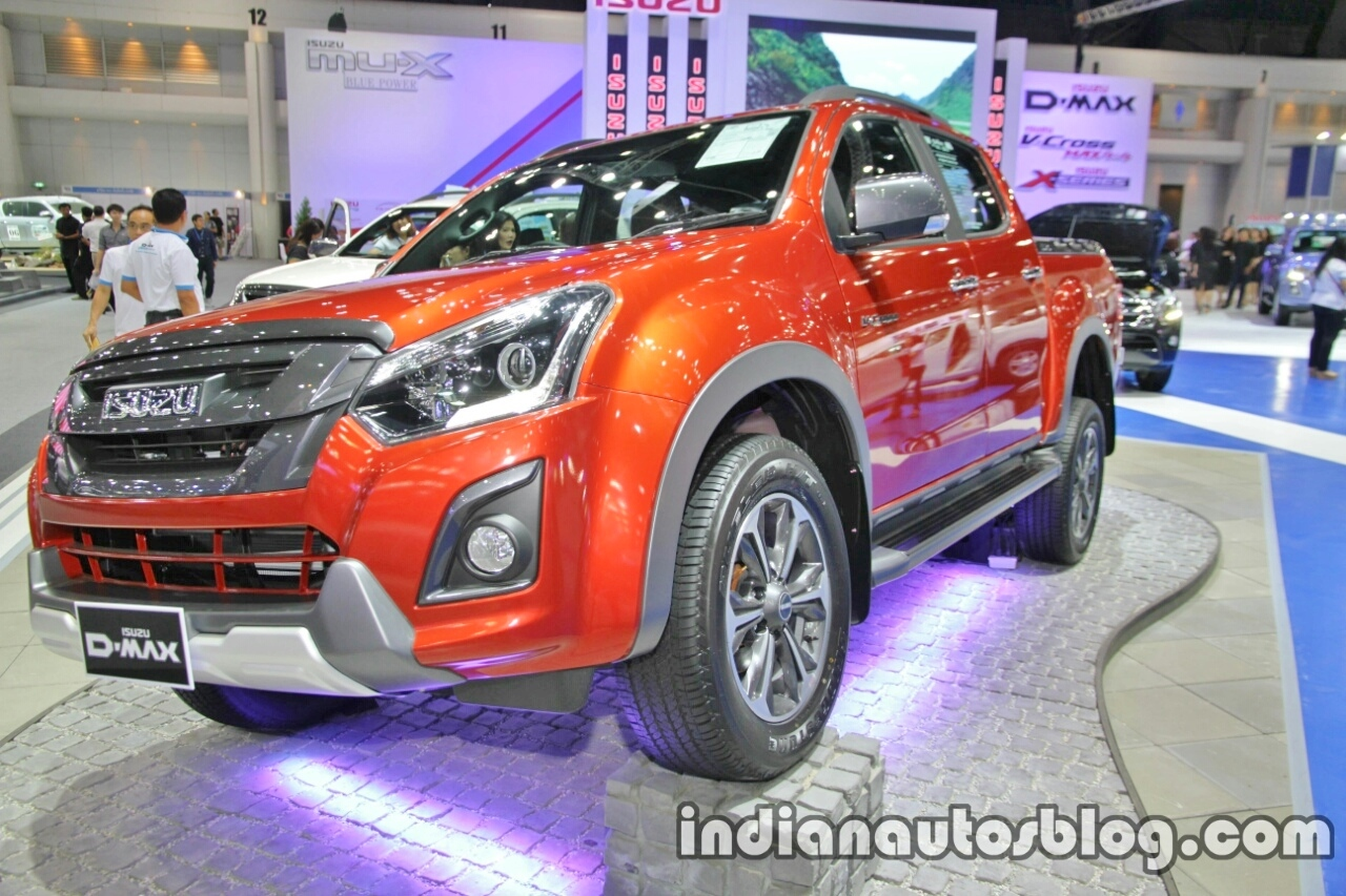 Isuzu D-Max V-Cross front three quarters at 2016 Thai Motor Expo