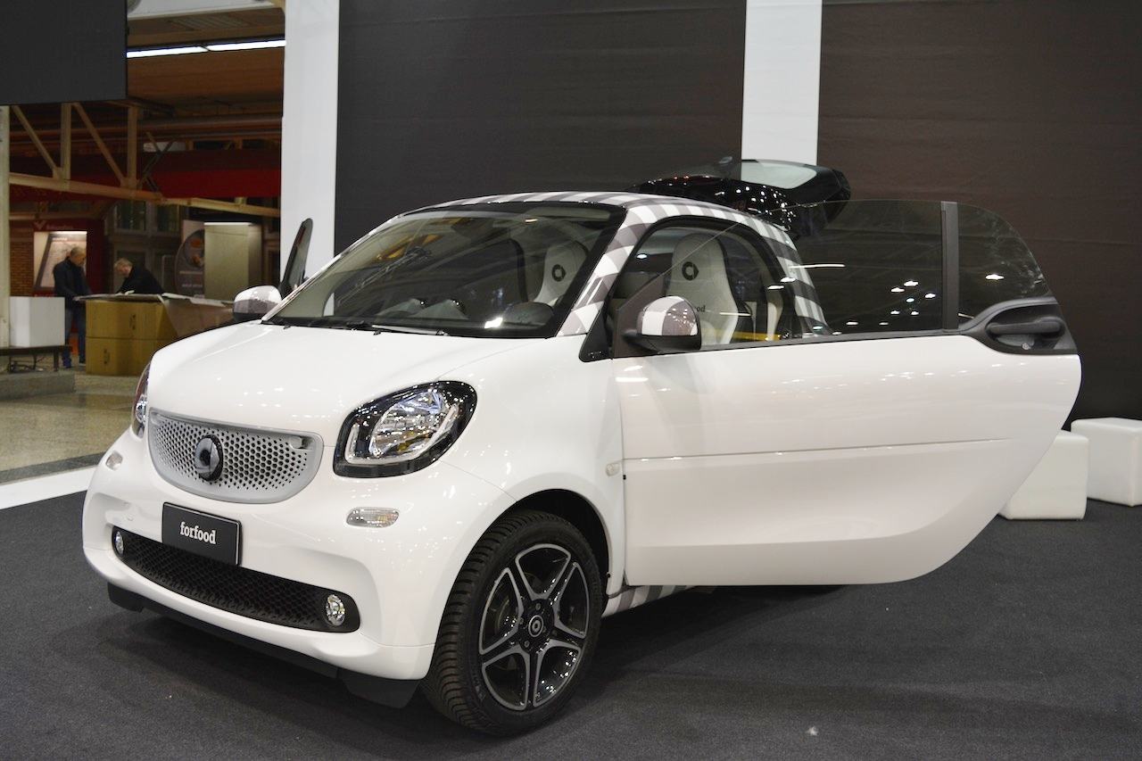 smart forfood concept front three quarters at 2016 Bologna Motor Show