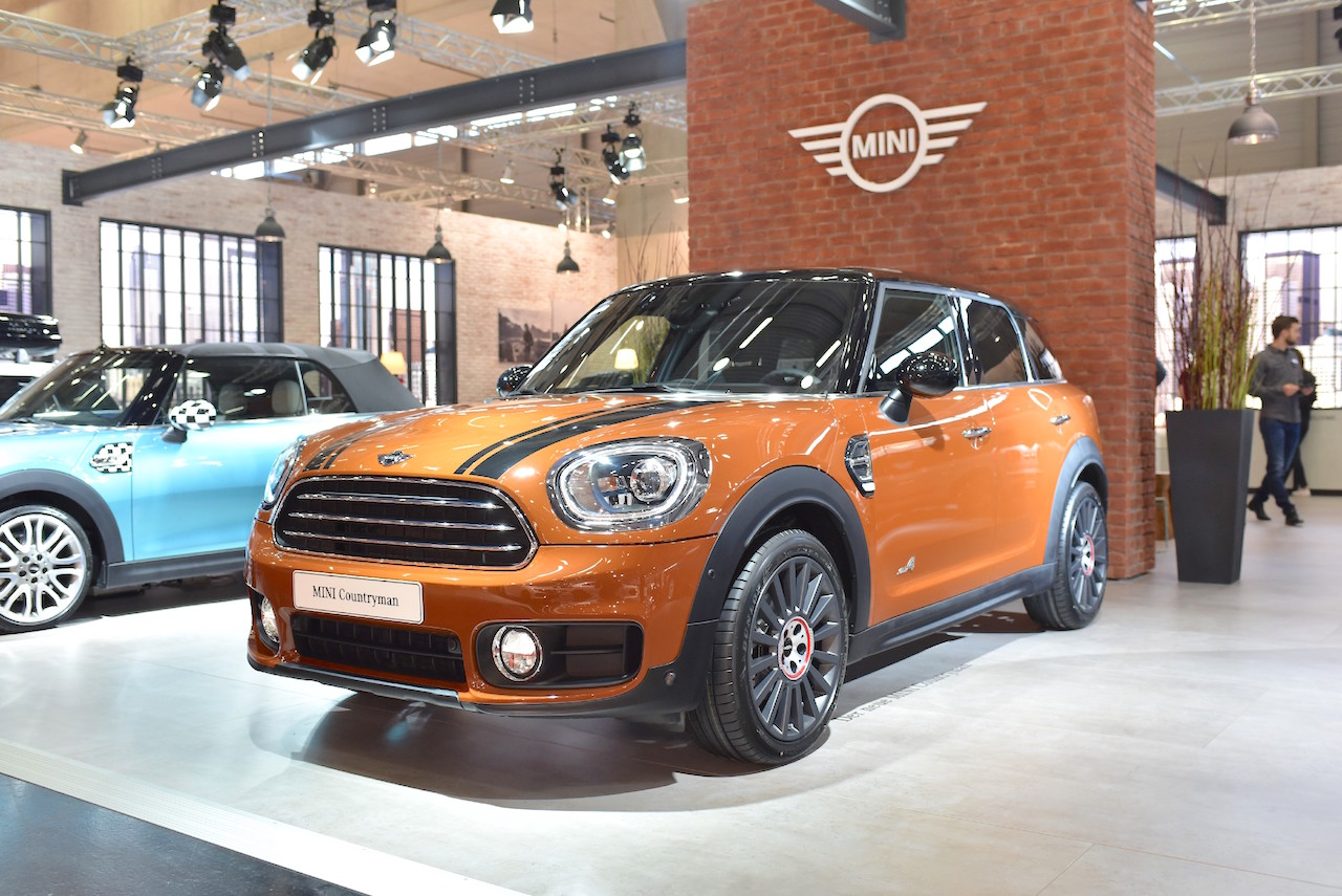 2017 MINI Countryman front three quarters left side at 2017 Vienna Auto Show