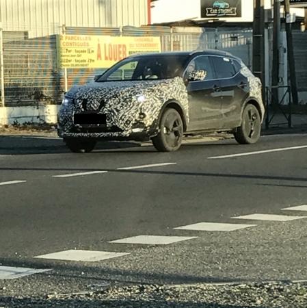 2017 Nissan Qashqai (facelift) front three quarters spy shot
