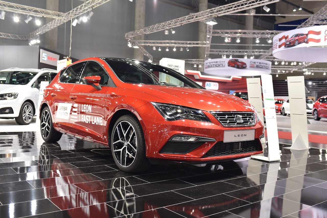 2017 Seat Leon front three quarters at 2017 Vienna Auto Show