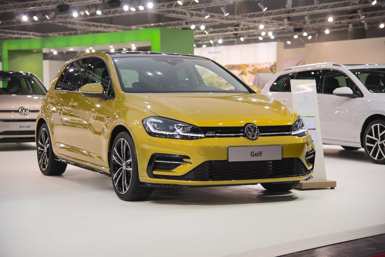 2017 VW Golf (facelift) front three quarters at 2017 Vienna Auto Show