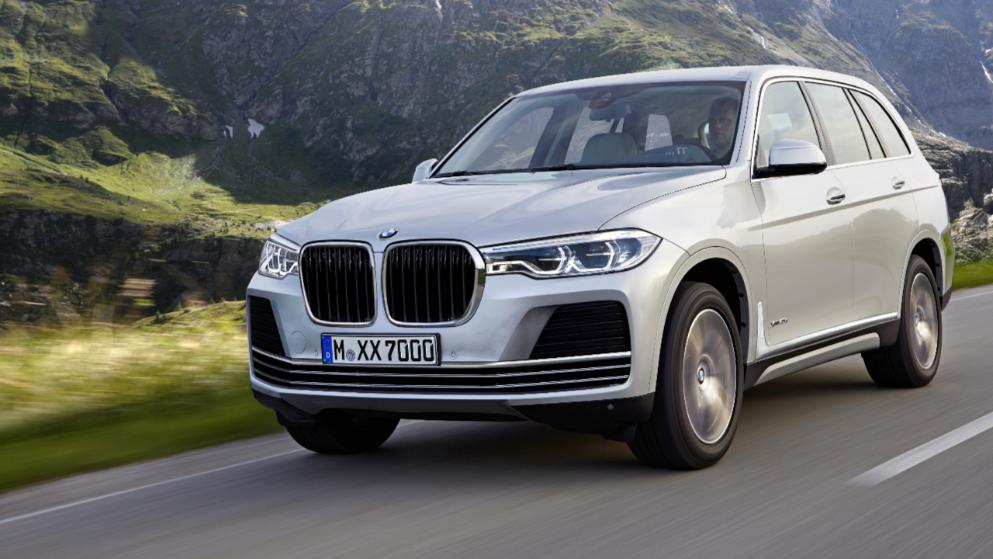 BMW X7 front three quarters left side rendering