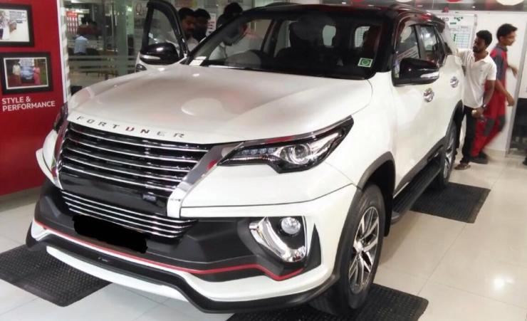 Toyota Fortuner with Nippon body kit front quarter