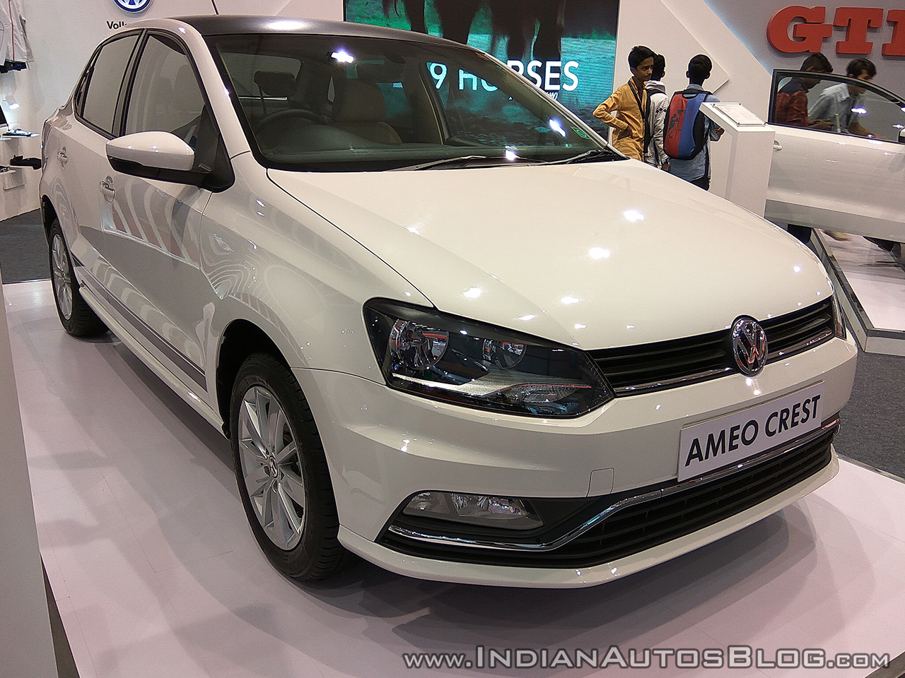 VW Ameo Crest front