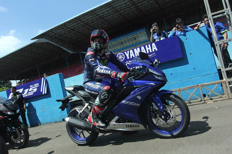 Yamaha R15 v3.0 racing blue side