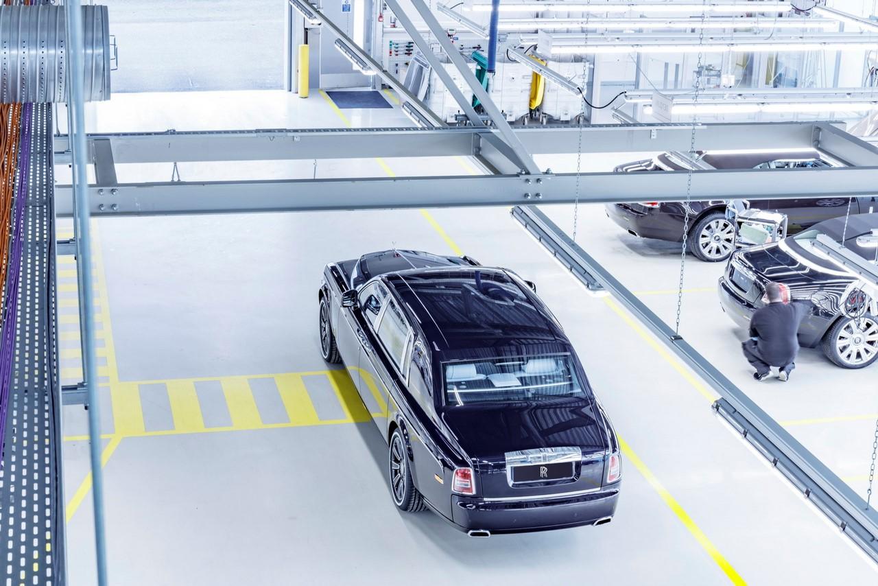 Rolls-Royce Phantom final unit rear three quarters top view