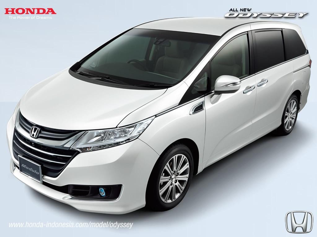 2017 Honda Odyssey (facelift) front three quarters left side