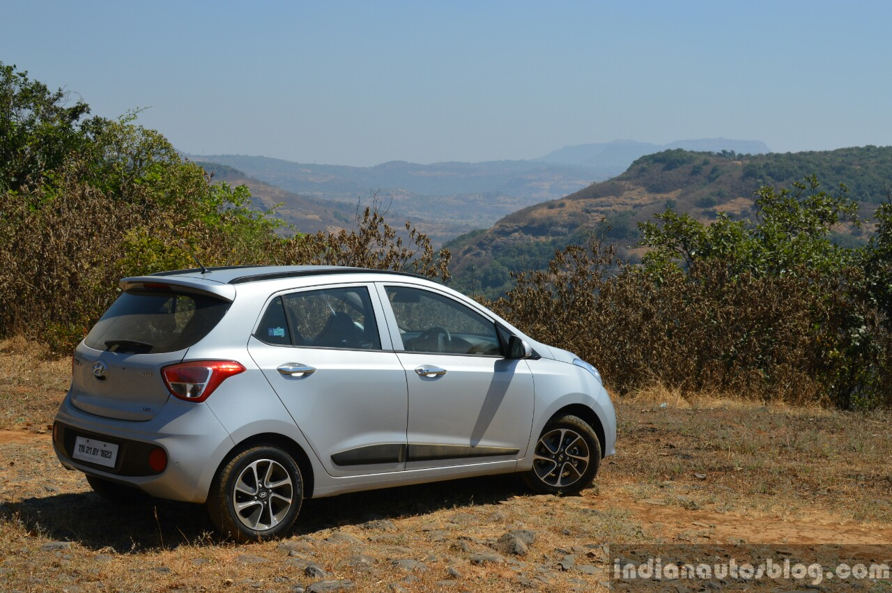 2017 Hyundai Grand i10 1.2 Diesel (facelift) rear three quarter right Review