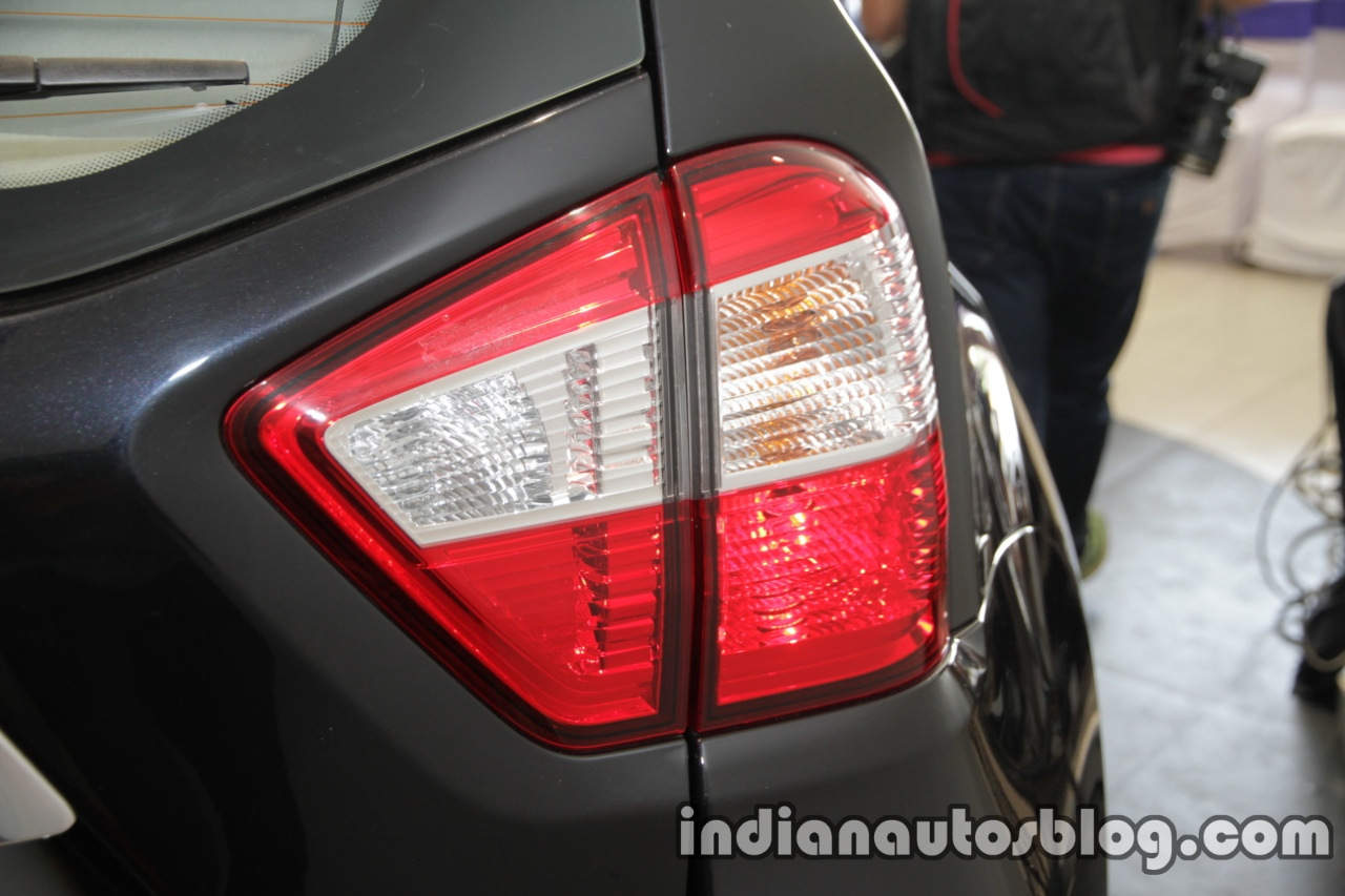 2017 Nissan Terrano (facelift) taillamp launched