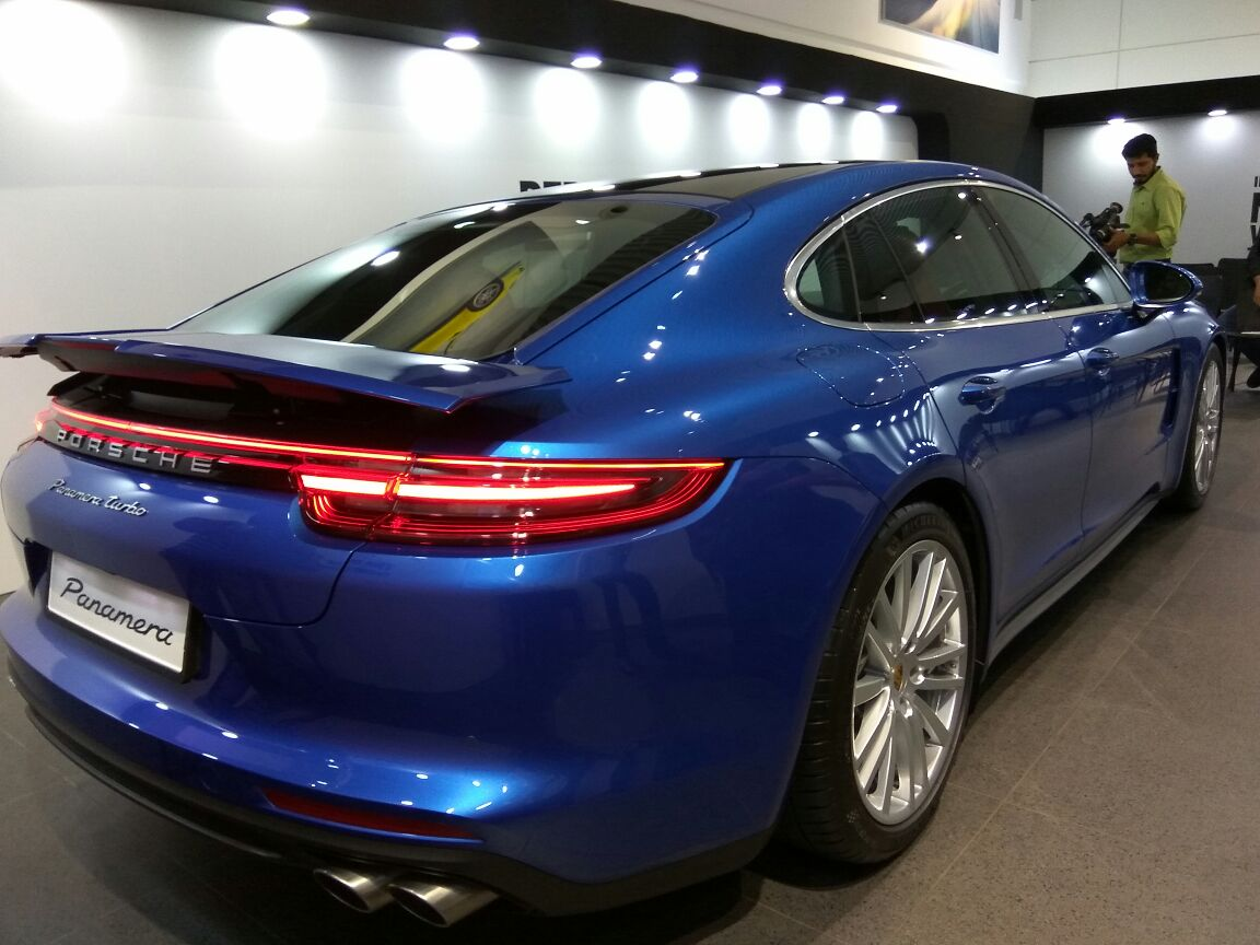 2017 Porsche Panamera rear three quarters right side