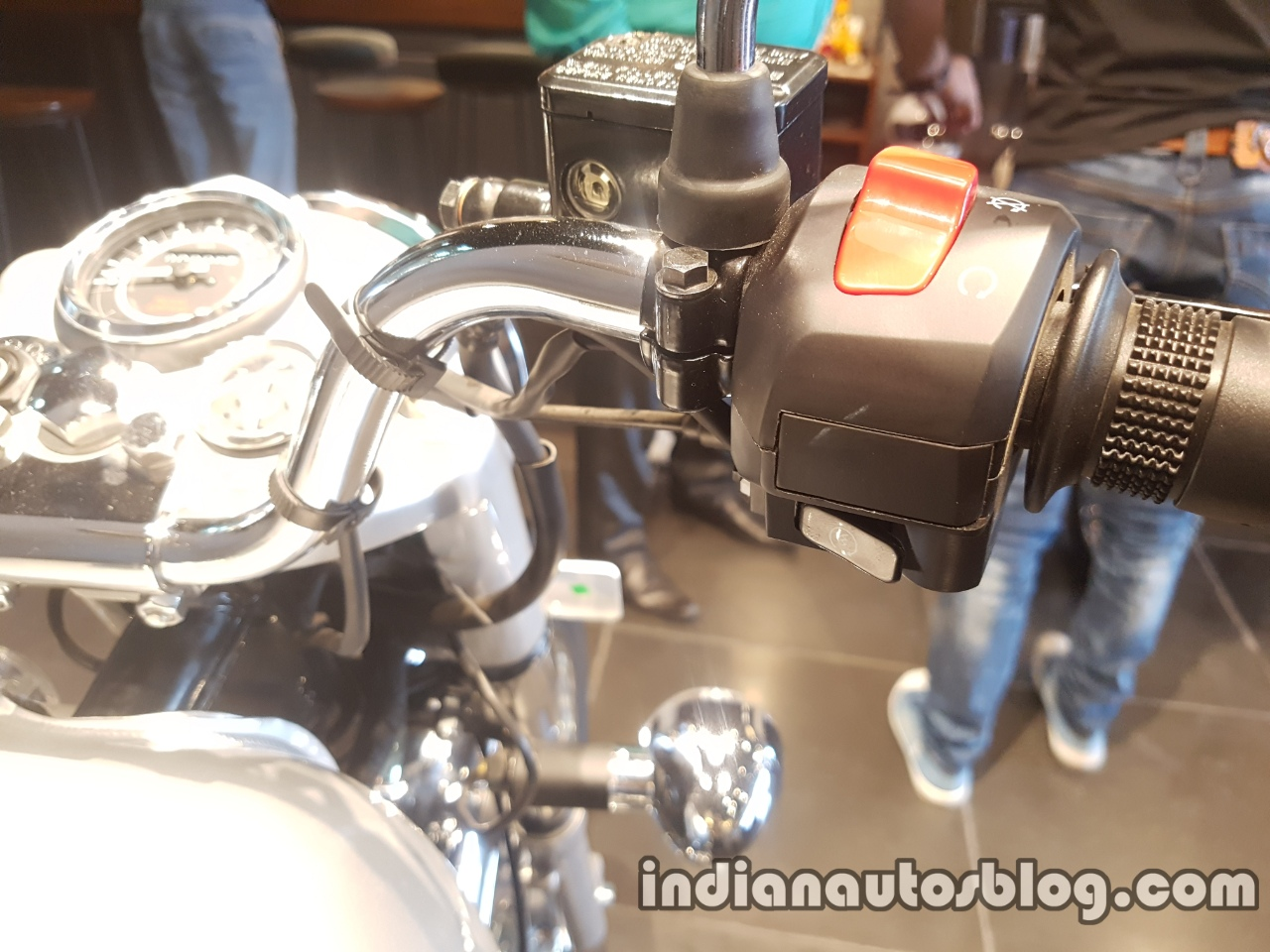 2017 Royal Enfield Bullet 350 ES reaches dealerships AHO no headlamp switch