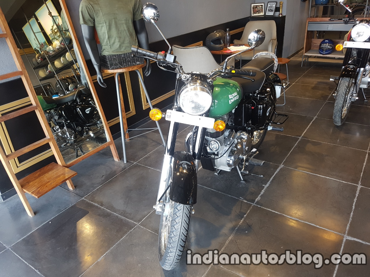 2017 Royal Enfield Classic 350 BSIV reaches dealership front