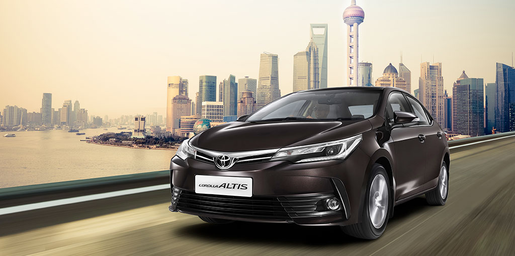 2017 Toyota Corolla (facelift) front three quarters in motion