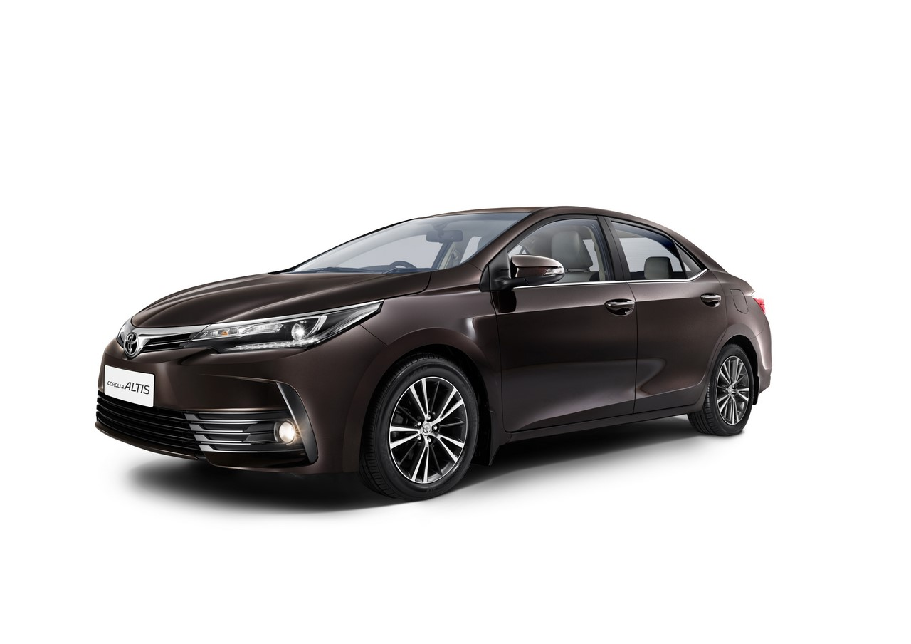 2017 Toyota Corolla (facelift) front three quarters studio image