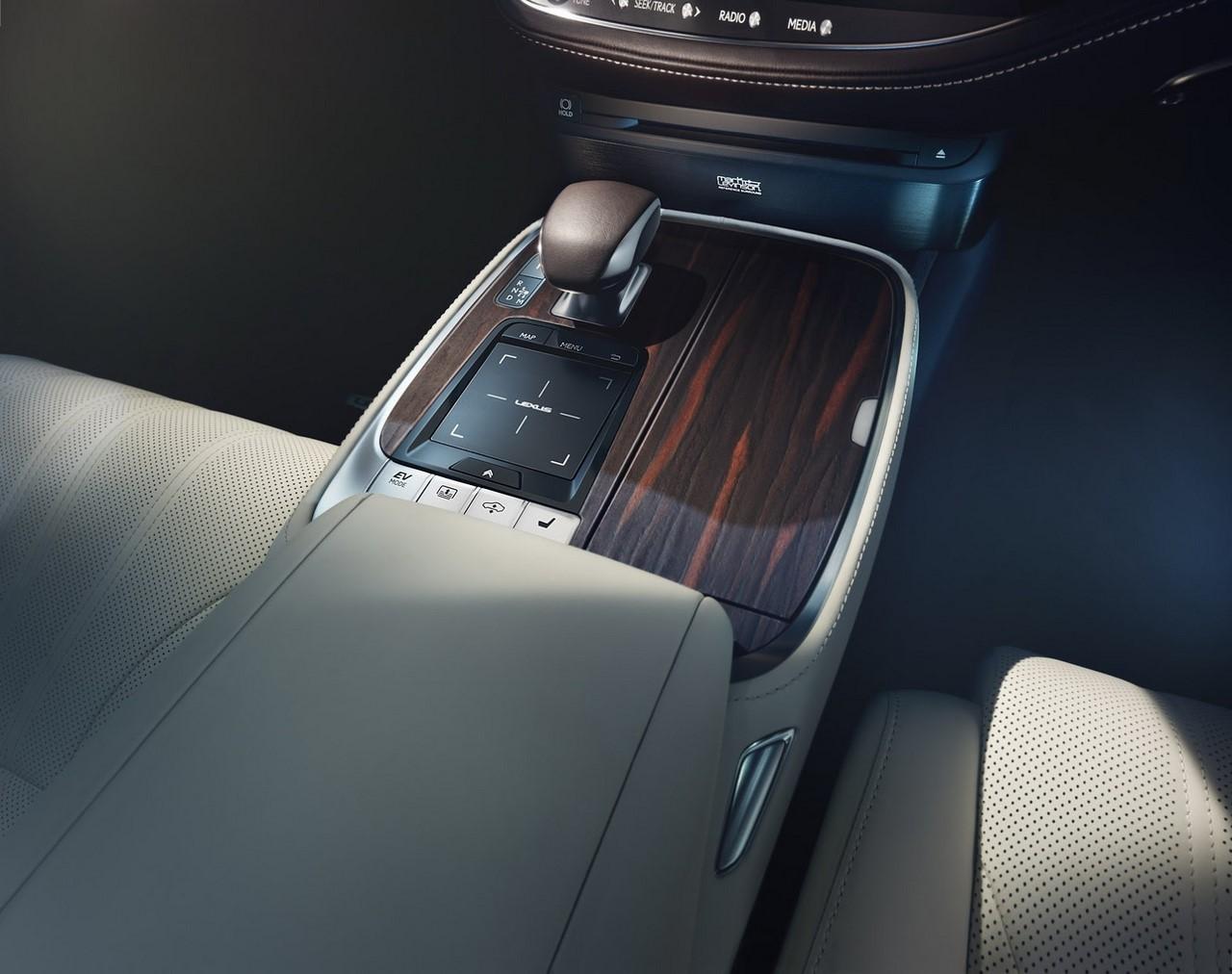 2018 Lexus LS floor console