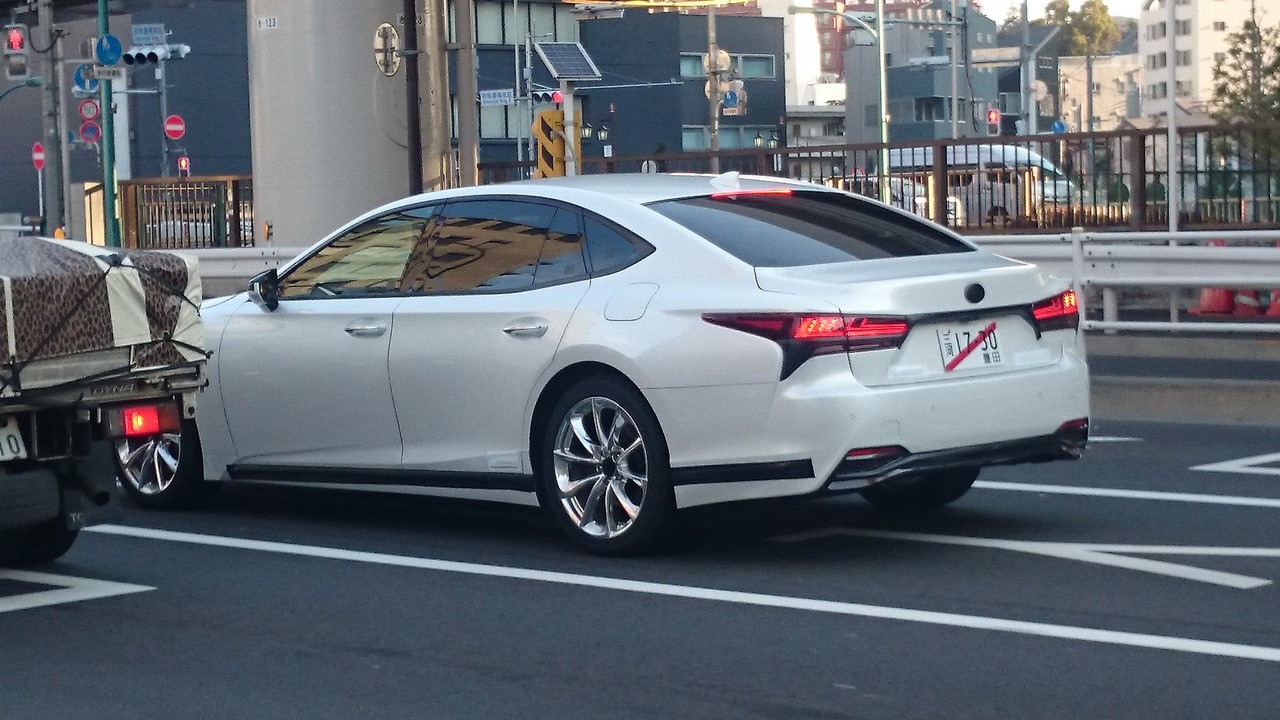 2018 Lexus LS spy shot Japan