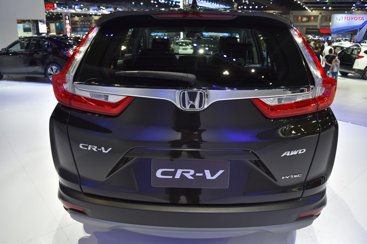 India-bound 2017 Honda CR-V 7-seater rear at the BIMS 2017