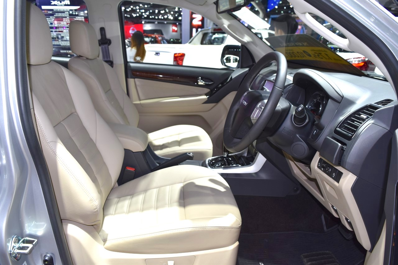 India-bound Isuzu MU-X front cabin at the BIMS 2017