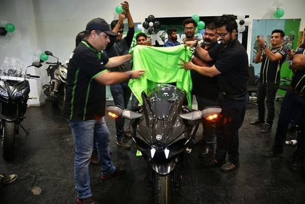 Kawasaki Ninja H2 Carbon delivery in India