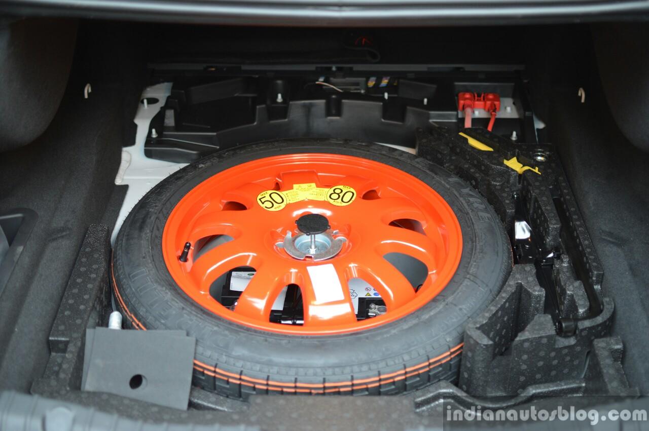 New Jaguar XF 2.0 Diesel Pure spare volume Review