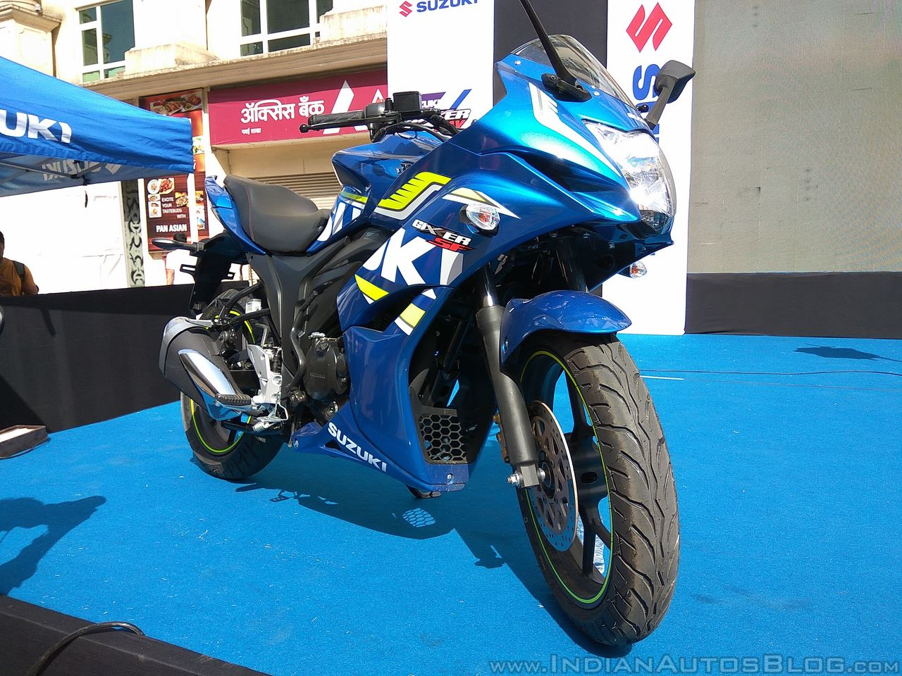 Suzuki Gixxer SF at Gixxer Day in Mumbai front three quarter