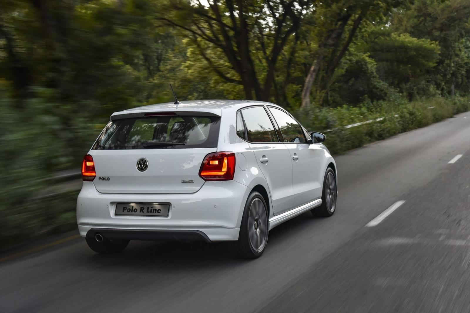 Volkswagen Polo R-Line rear three quarter motion