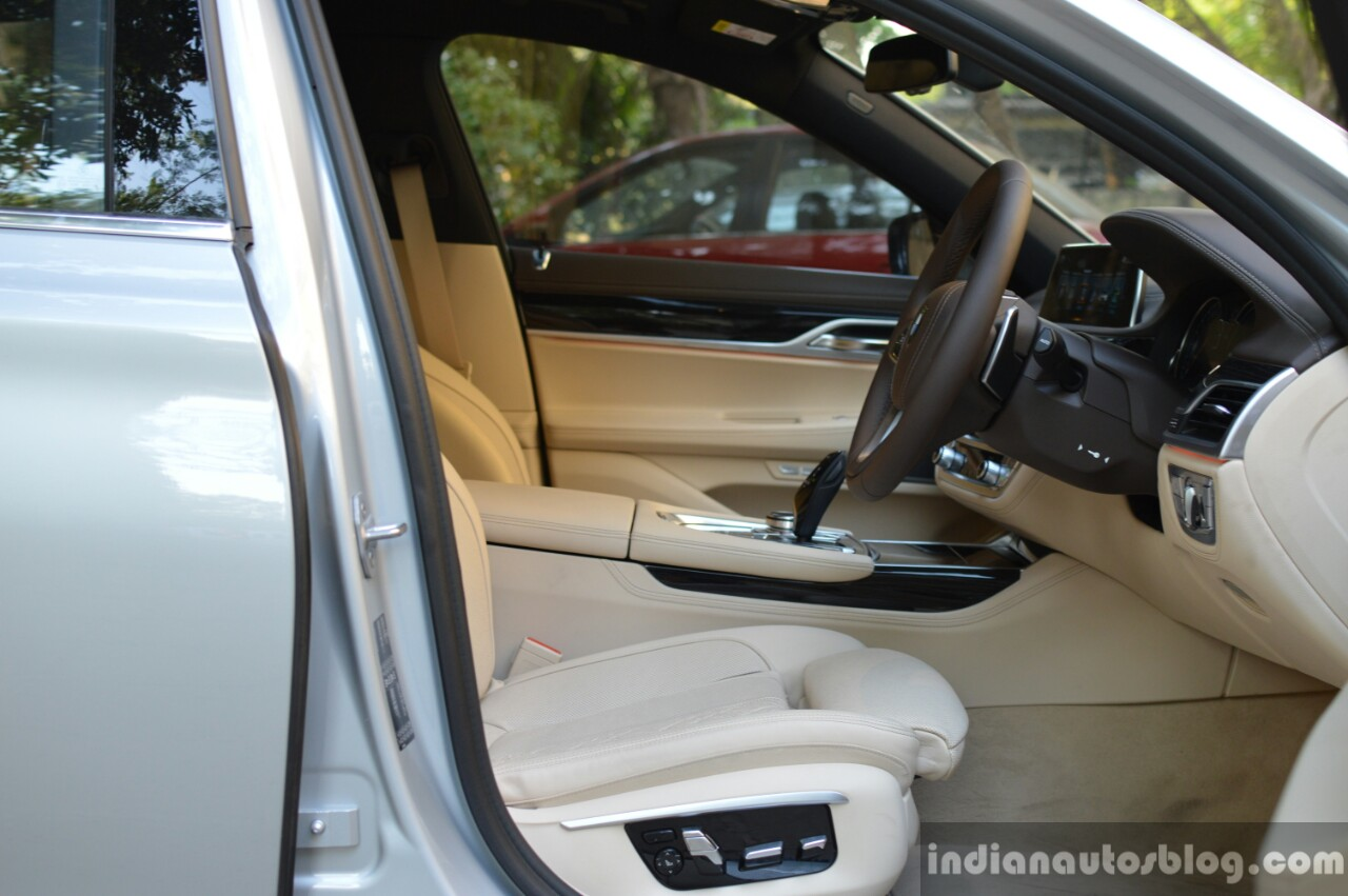 2017 BMW 7 Series M-Sport (730 Ld) front cabin Review