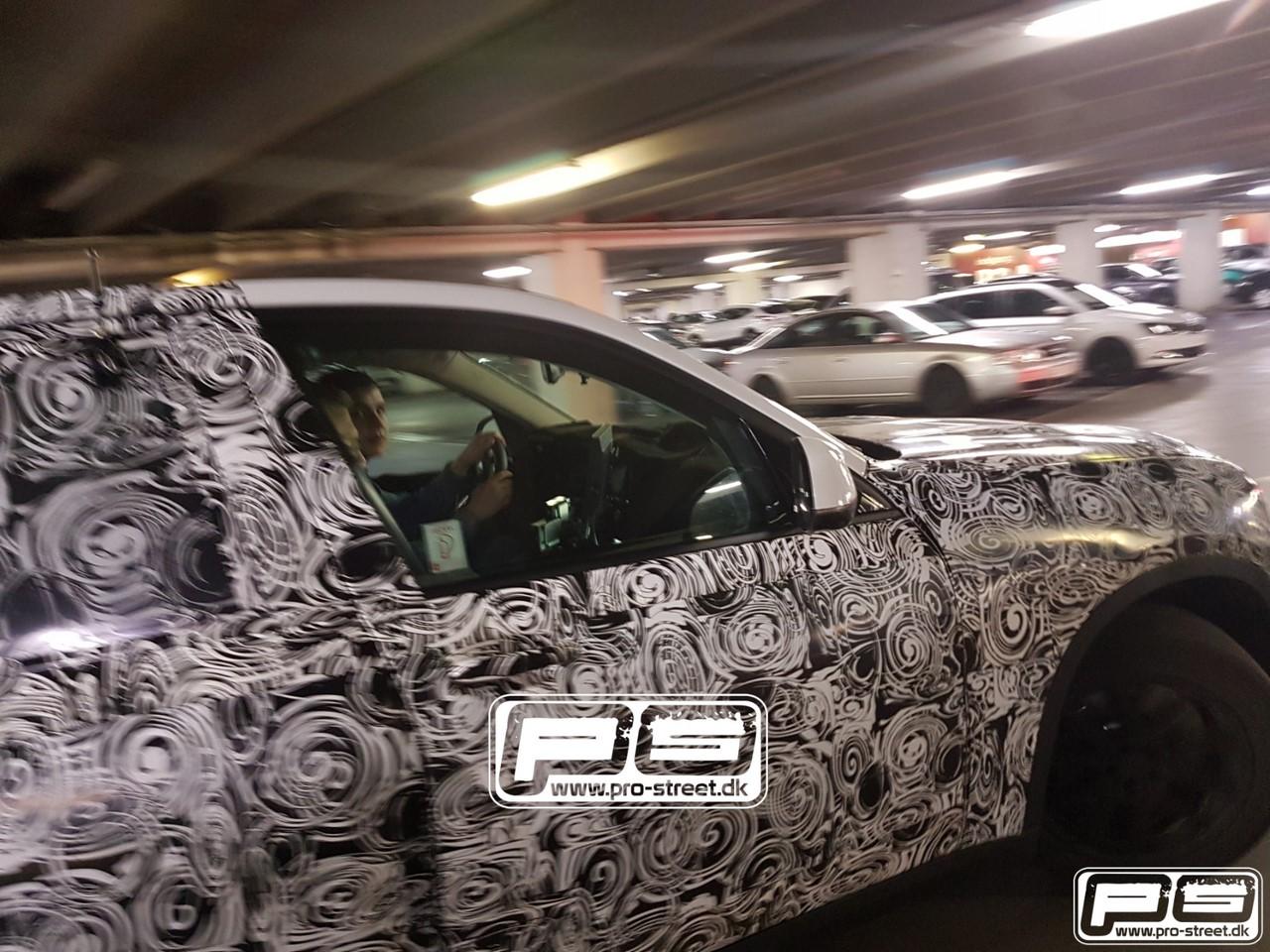 2018 BMW X5 parking lot spy shot