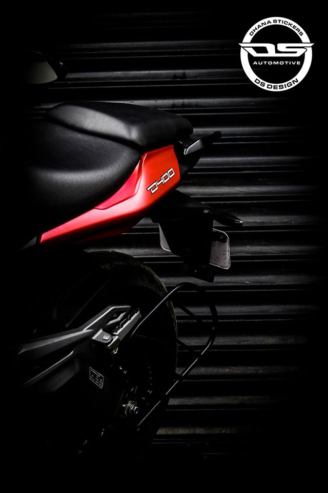 Bajaj Dominar 400 custom wrap by Dhana Stickers pillion seat