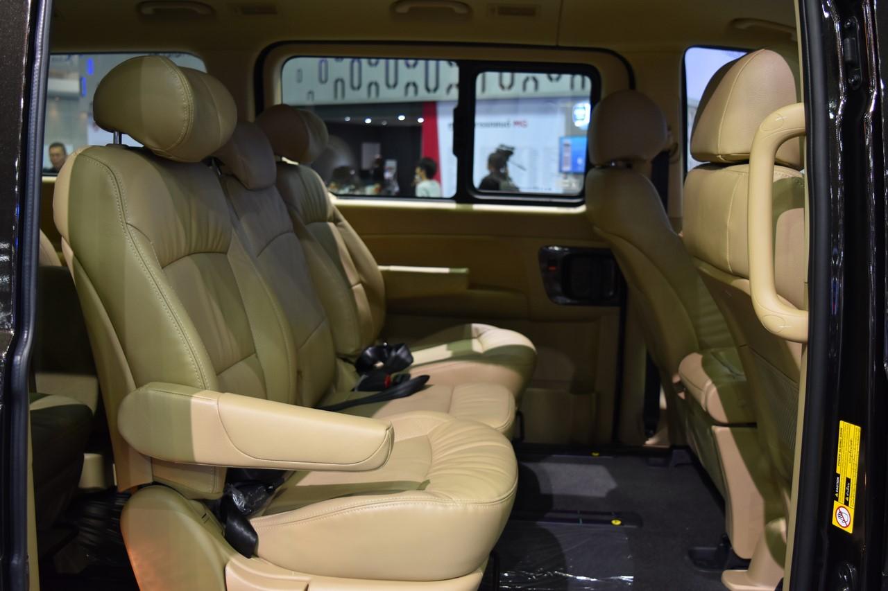Hyundai H-1 Deluxe rear seats at 2017 Bangkok International Motor Show