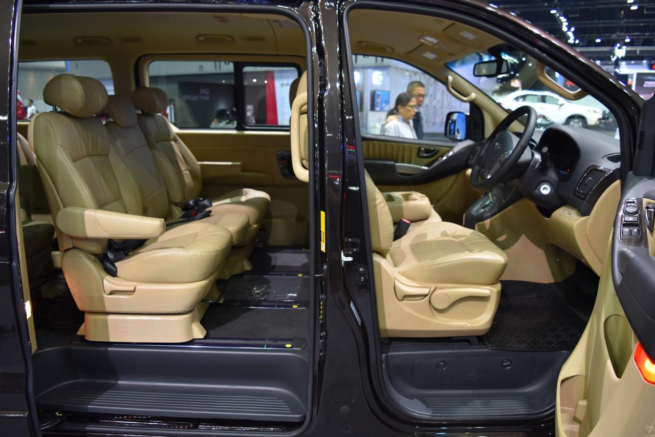 Hyundai H-1 Deluxe seats at 2017 Bangkok International Motor Show