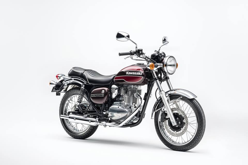 Kawasaki Estrella Final Edition studio front three quarter