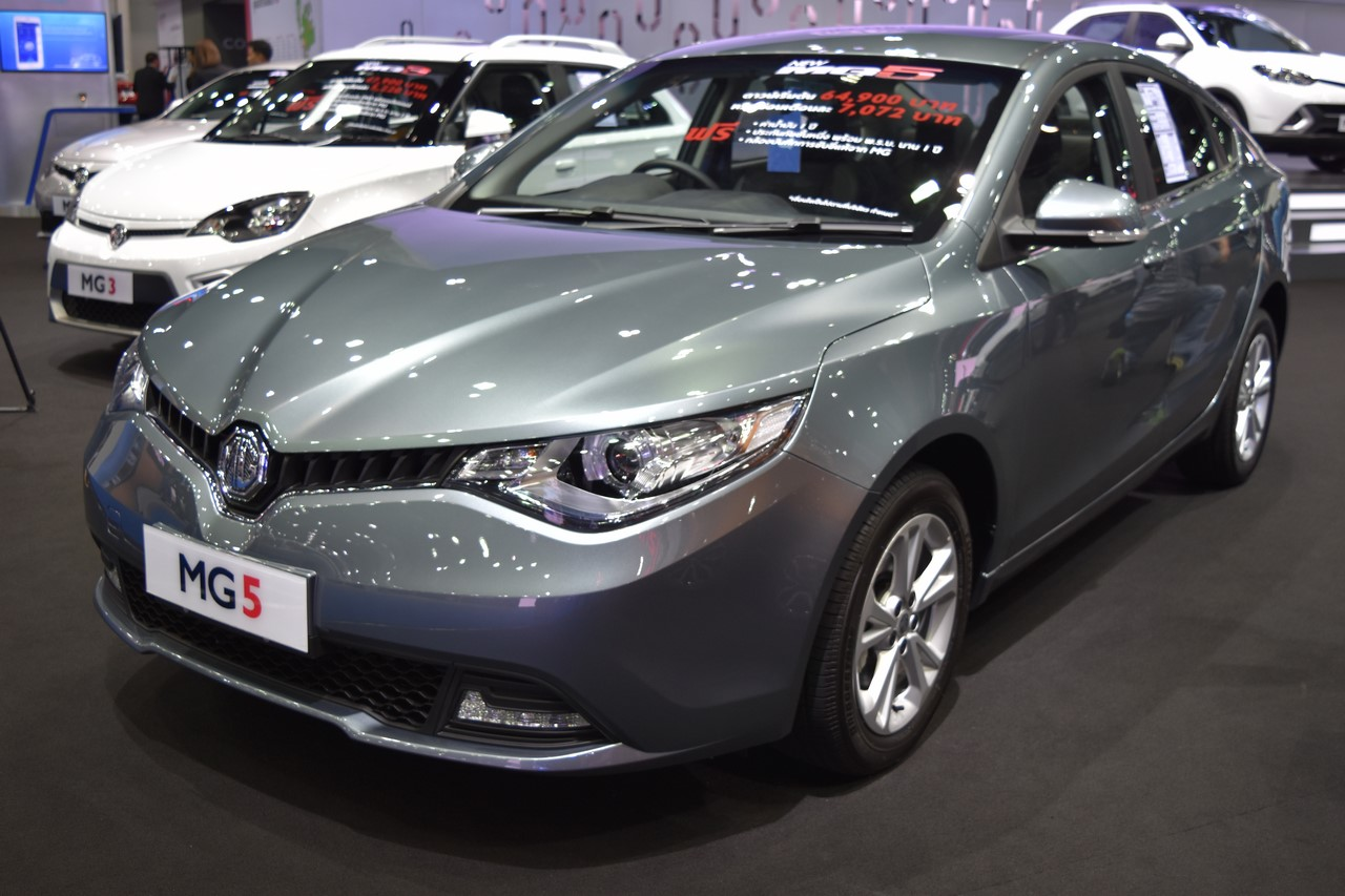 MG5 sedan front three quarters at 2017 Bangkok International Motor Show