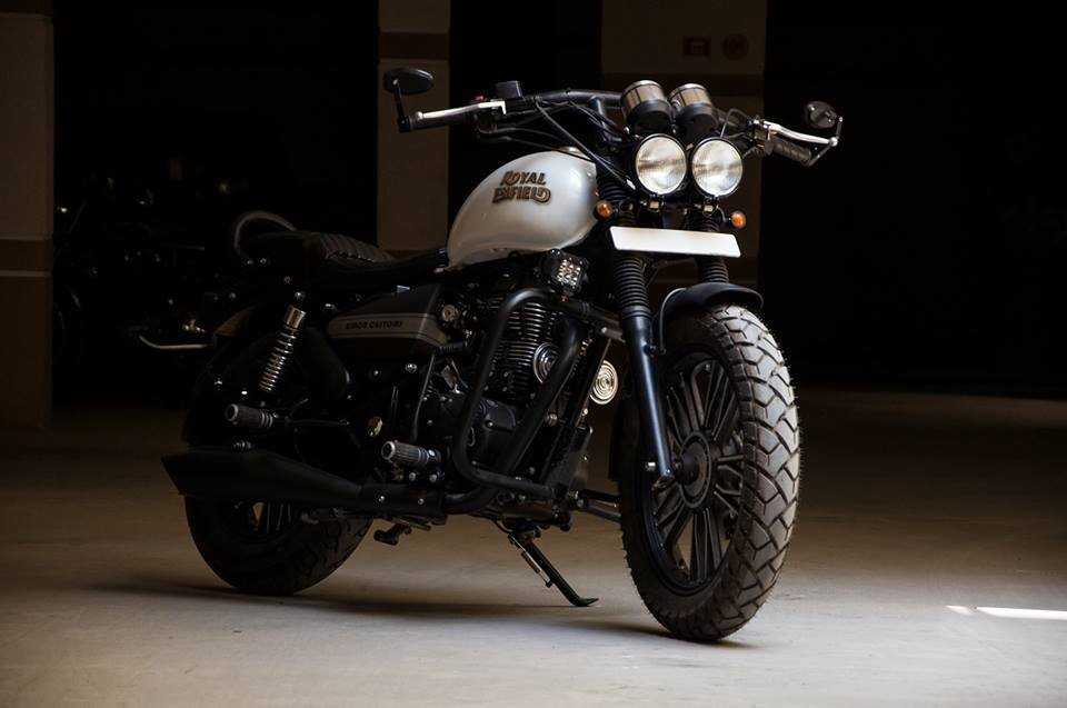 Royal Enfield Thunderbird 500 Ivory Black by Eimor Customs front three quarter right