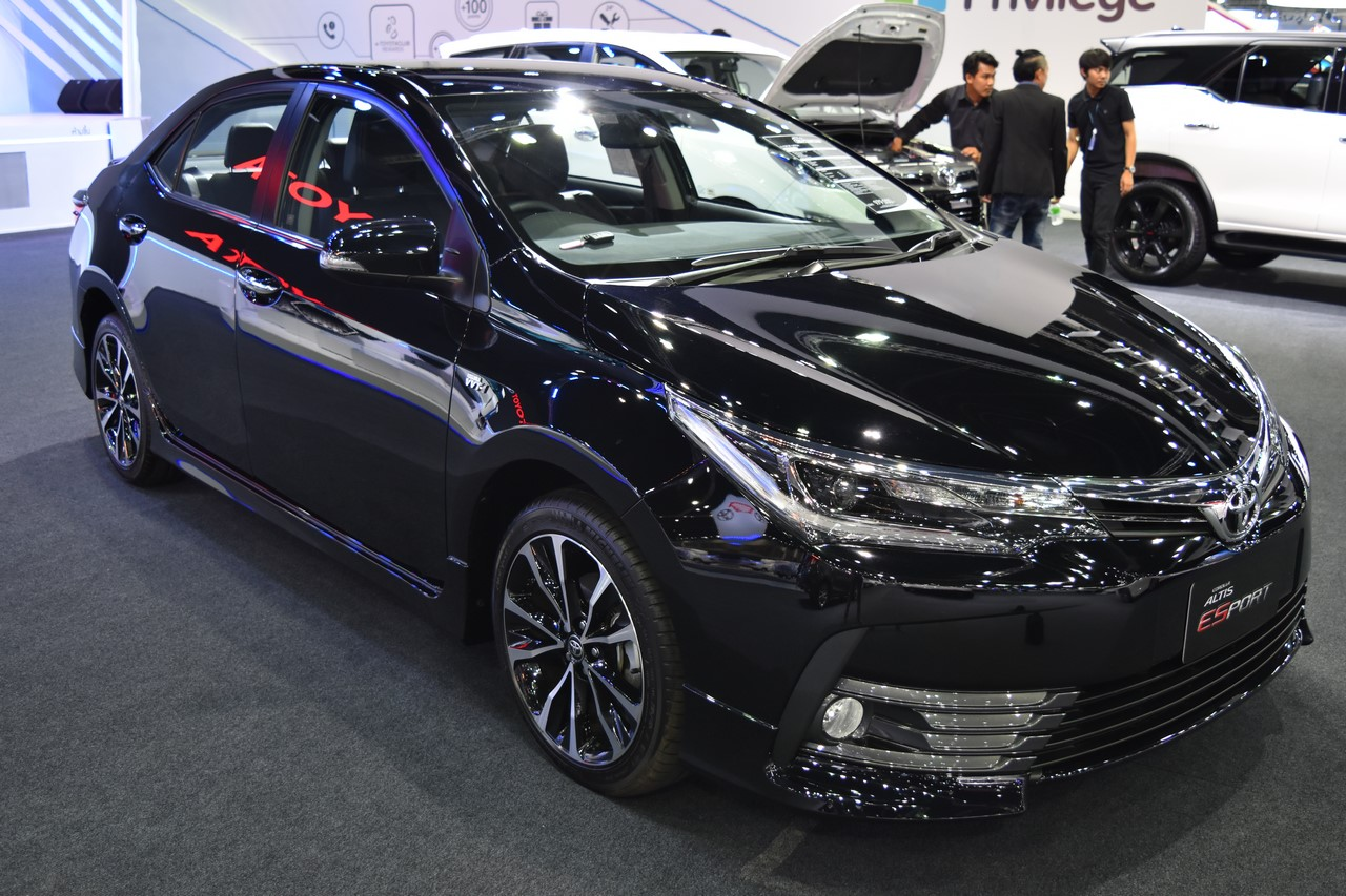 Toyota Corolla ESport at 2017 Bangkok International Motor Show front three quarters