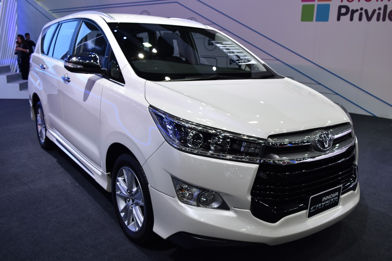 toyota innova crysta showcased at bims 2017