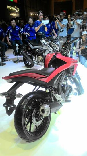 Yamaha V-Ixion R rear three quarter red