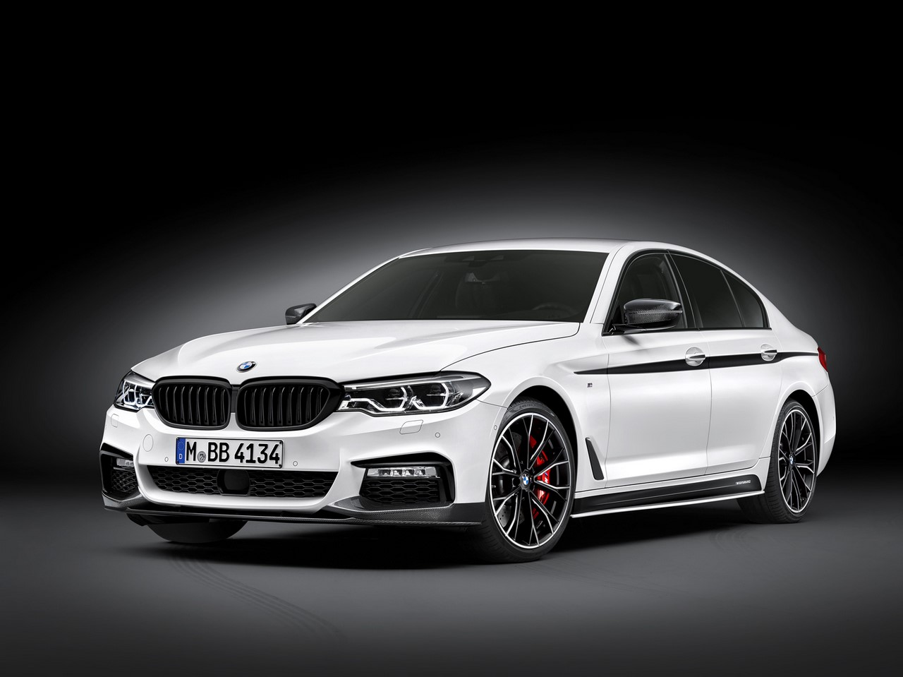 2017 BMW 5 Series BMW M Performance front three quarters