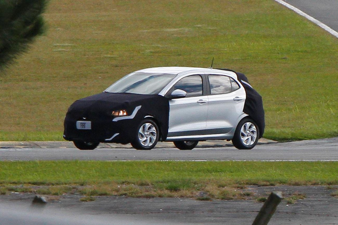 Fiat Argo front three quarters left side spy shot