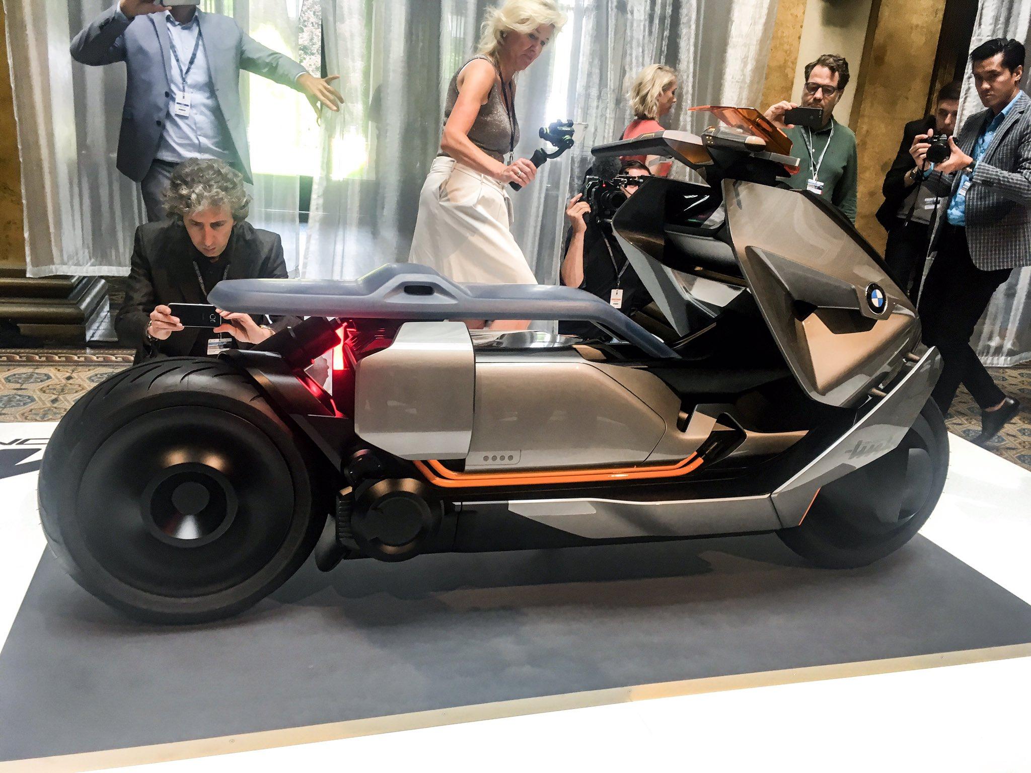 BMW Concept Link side