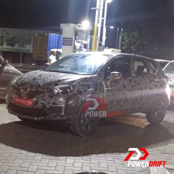 Renault Kaptur (Renault Captur) spotted at a petrol station