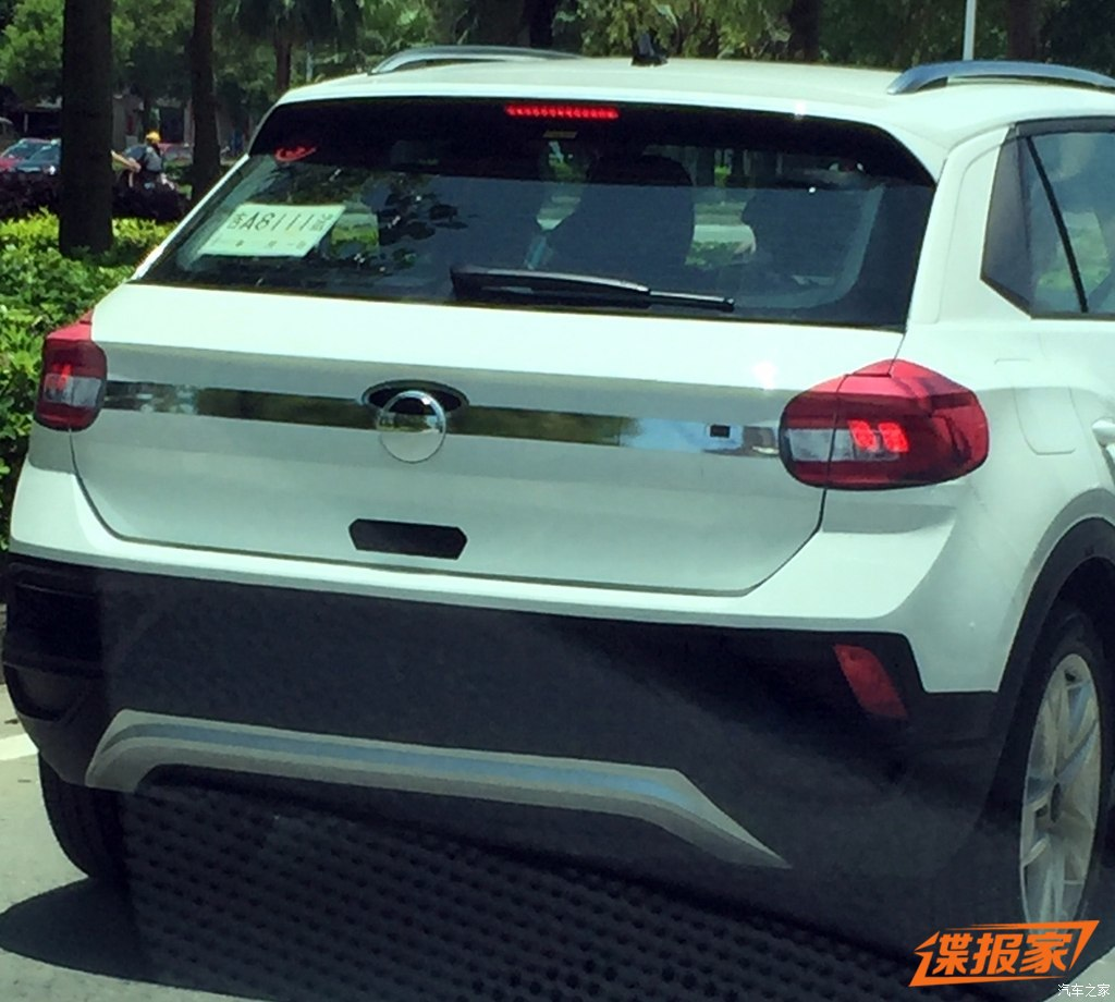 VW T-ROC rear spotted with clever disguise in China