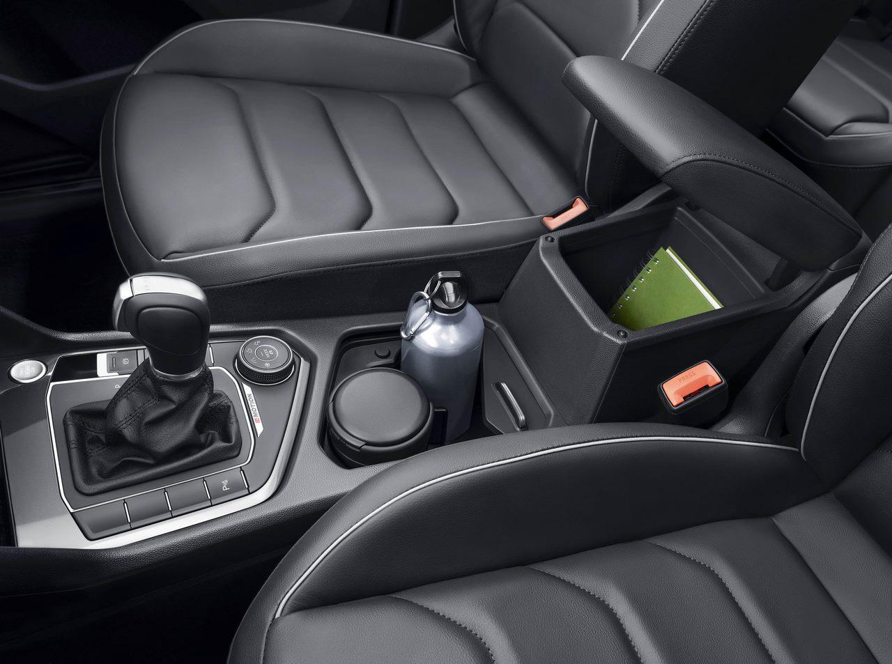Volkswagen Tiguan studio front seat