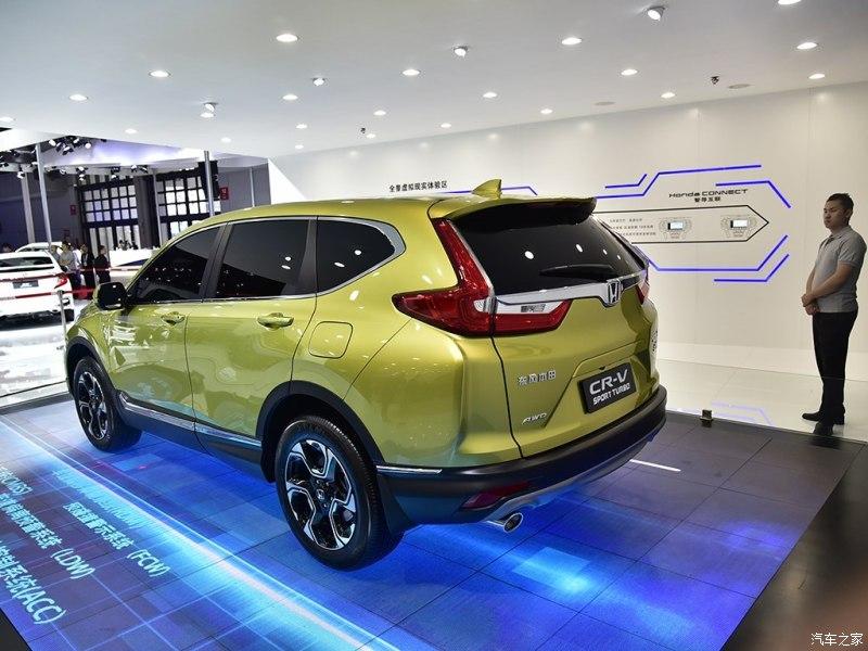 2017 Honda CR-V rear three quarters