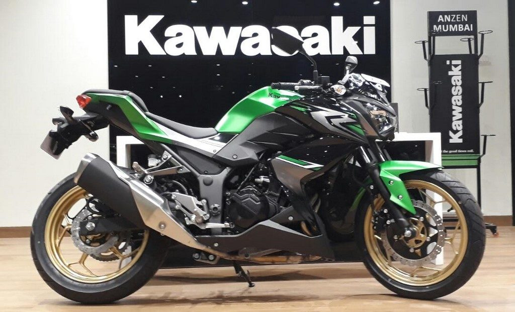 2017 Kawasaki Z250 dealership side right